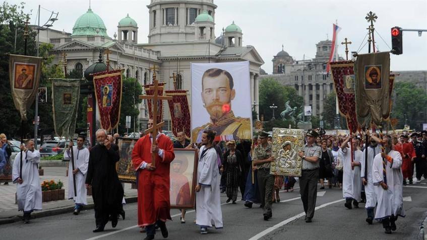 Литија у Београду поводом стоте годишњице стрељања Руске Царскепородине